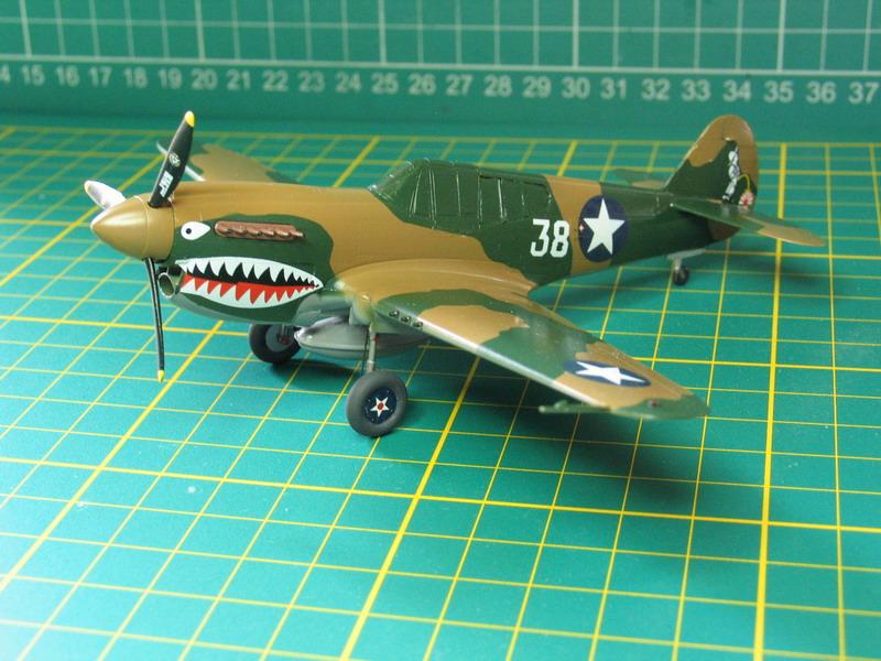 16h pour un ch'ti P40 E de l'USAAF (HobbyBoss au 72) - Page 3 P40_e_61