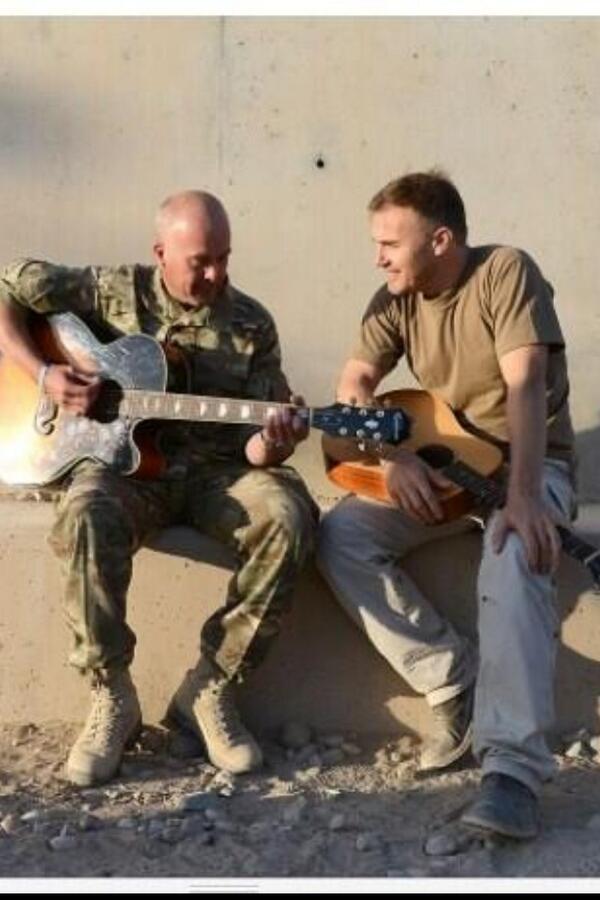 Gary rencontre les troupes basées en Afghanistan 115