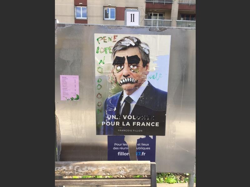 Les affiches de campagne de Fillon massivement détournées 16015710