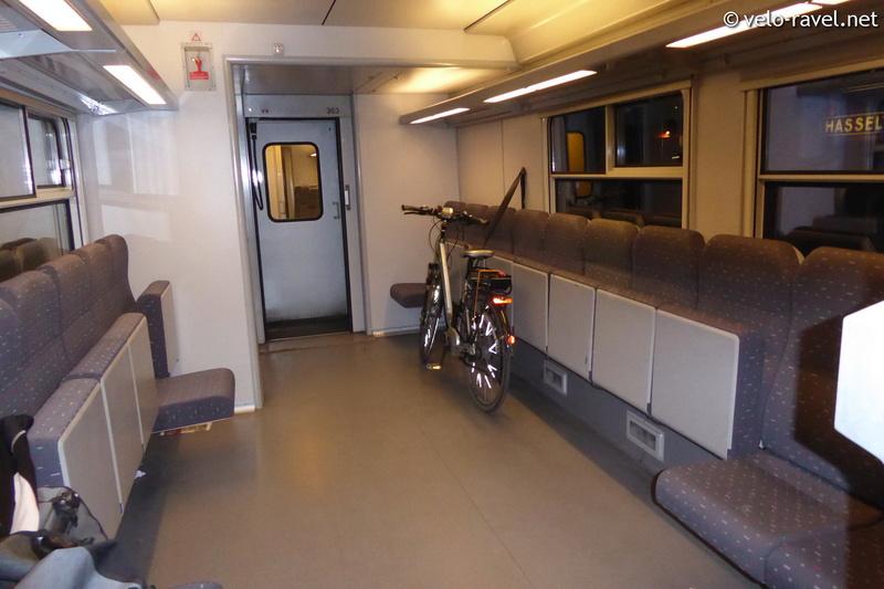SNCB voyager avec le train Am80_010