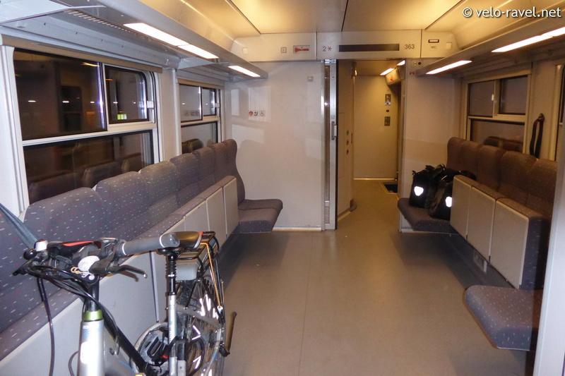 SNCB voyager avec le train Am80_011