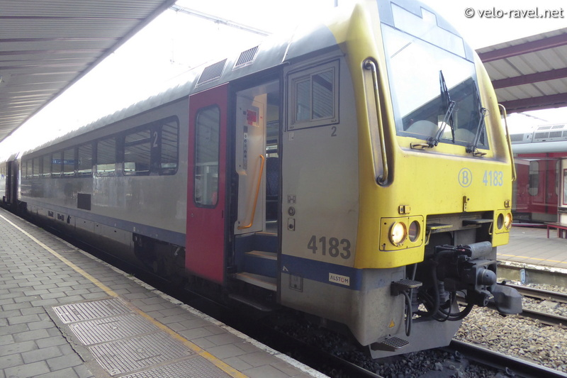 SNCB voyager avec le train Ar41_011