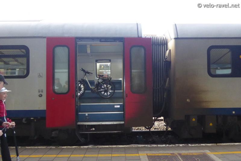 SNCB voyager avec le train Ar41_012