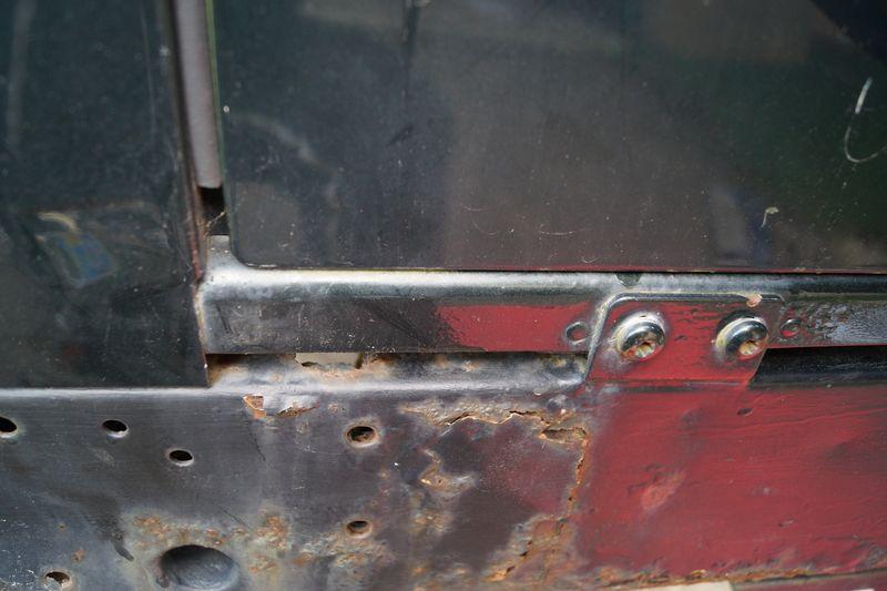Remplacement de la traverse AR sur un Def 110 SW 300Tdi Dsc03846