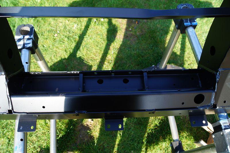 Remplacement de la traverse AR sur un Def 110 SW 300Tdi Dsc03859