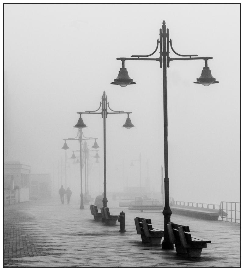 Brouillard sur la digue (Tamponné...) Digue10