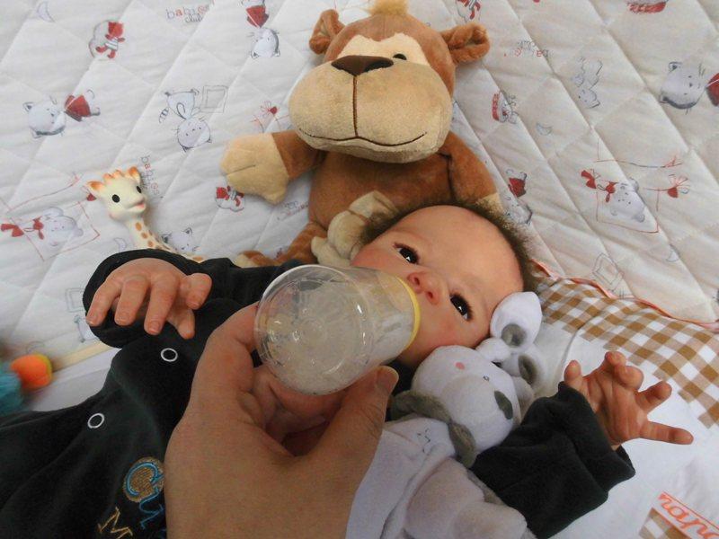 Les bébés de christine - Page 4 Cimg0917