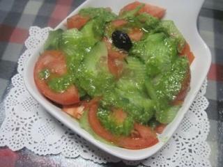 Salade de concombre et tomates. pesto de céleri.photos. 15303710