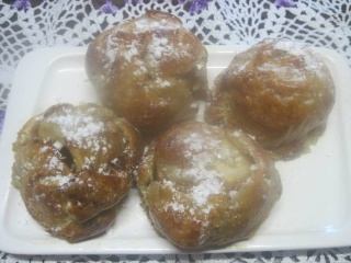 Pommes en chemises fourrées à la confiture d'abricots. photos. 16609110