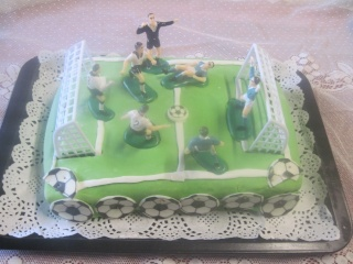 Gâteau anniversaire foot + photos. Img_1910