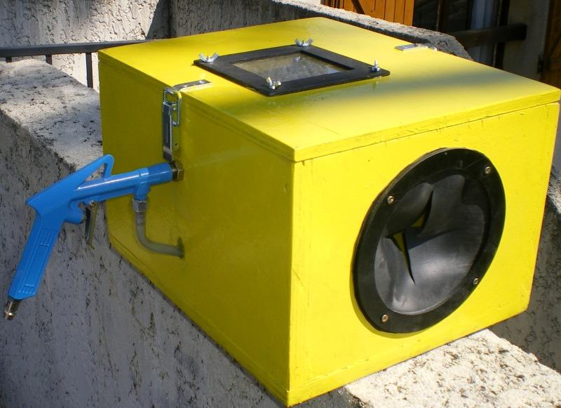 Une mini cabine de sablage de boiseu F110