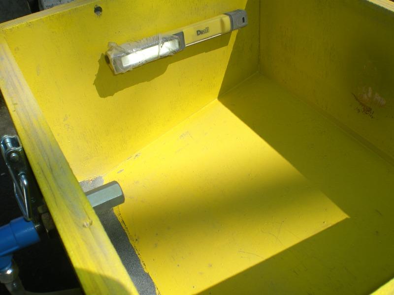 Une mini cabine de sablage de boiseu F210