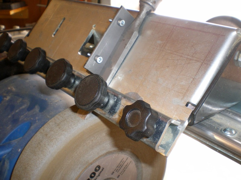 Adaptation de guide d'affutage pour fer à l'affutage des ciseaux à bois J310