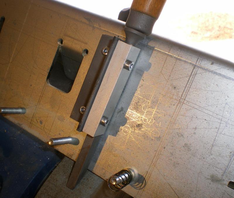 Adaptation de guide d'affutage pour fer à l'affutage des ciseaux à bois J510
