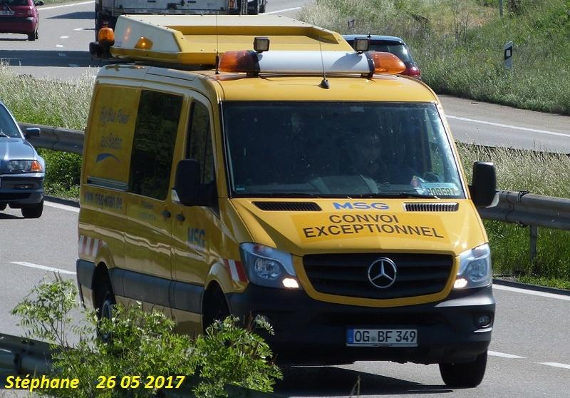 Véhicules d'escorte pour convois exceptionnels A_tri279