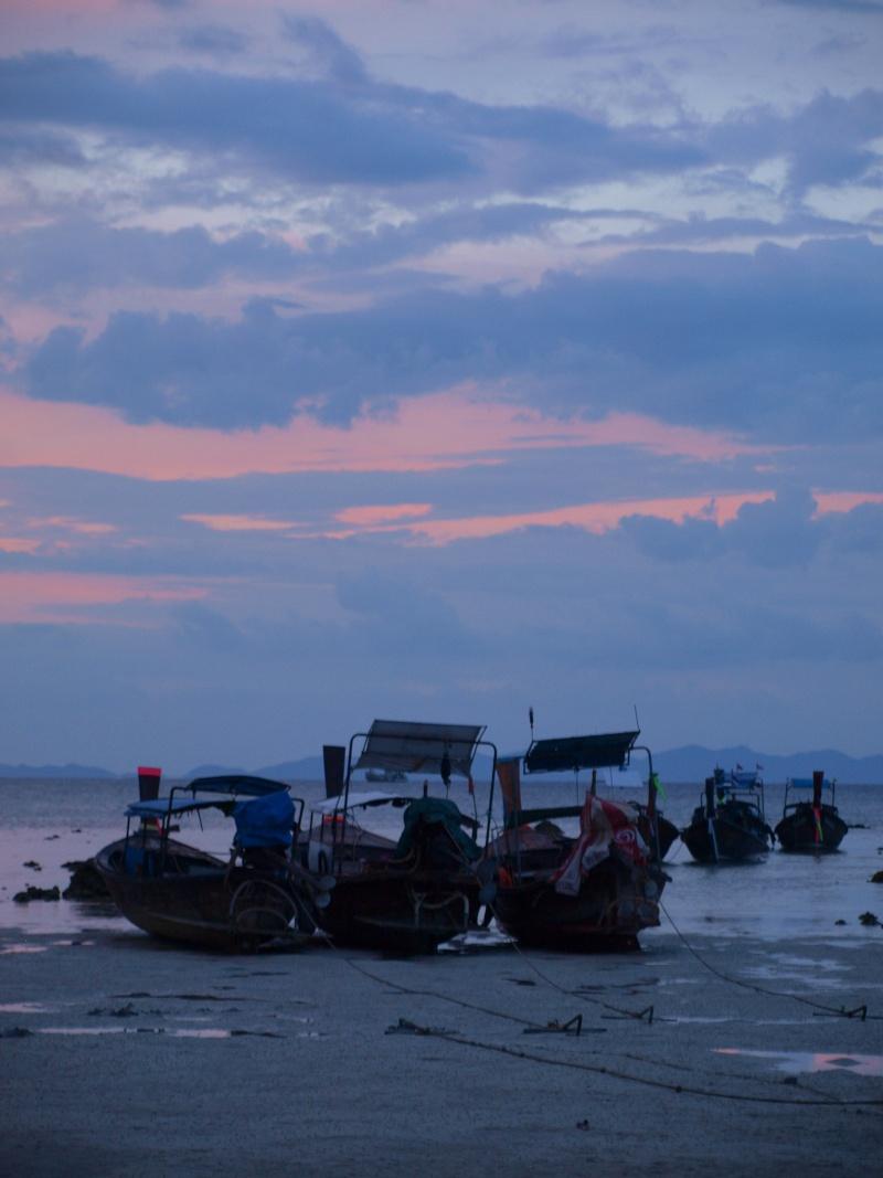 sur les plages de Thailande Pb197210