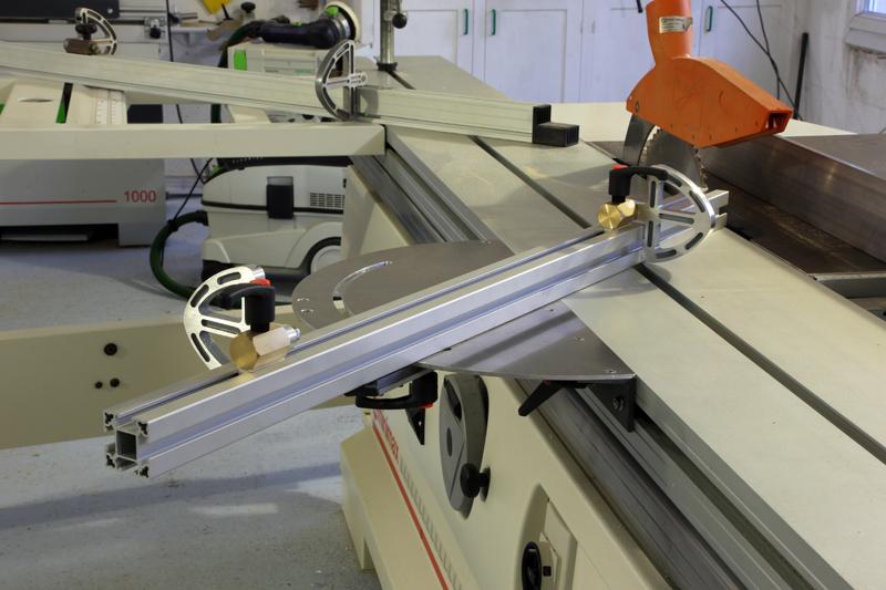 [Fabrication] Guide de coupe angulaire pour scie à format. - Page 2 01_fav13