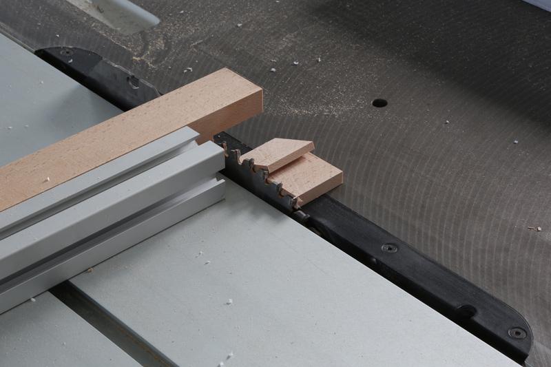 [Fabrication] Guide de coupe angulaire pour scie à format. - Page 2 02_fav12