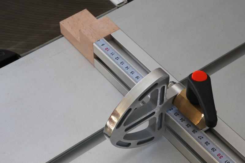 [Fabrication] Guide de coupe angulaire pour scie à format. - Page 2 02_fav20