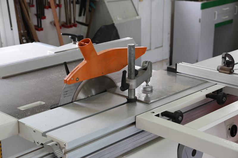 [Fabrication] Guide de coupe angulaire pour scie à format. - Page 2 25_jan10