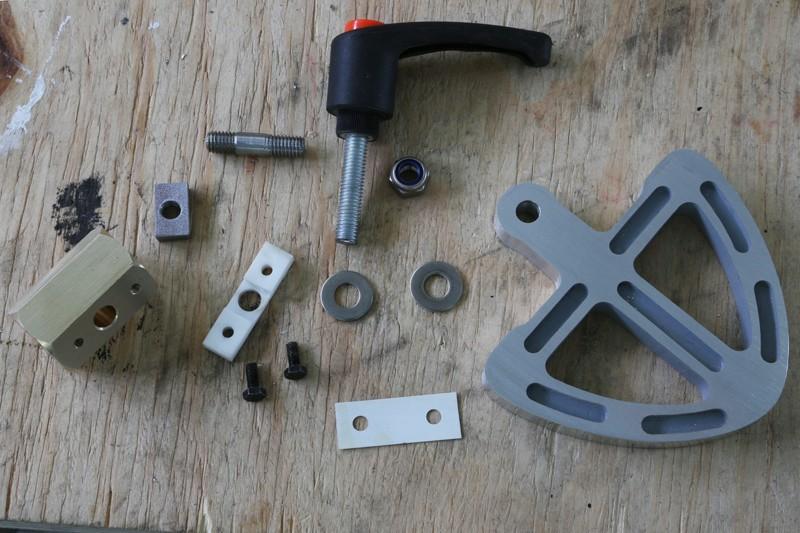 [Fabrication] Guide de coupe angulaire pour scie à format. - Page 2 31_jan11