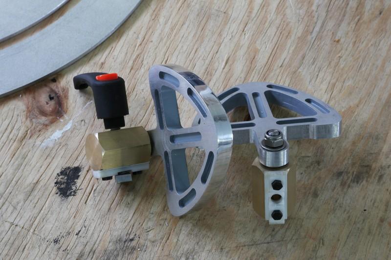 [Fabrication] Guide de coupe angulaire pour scie à format. - Page 2 31_jan12