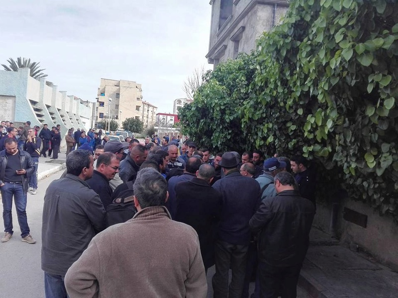 La  conférence de Younes Adli  empêchée par la police à Aokas le samedi 04 mars 2017 1291