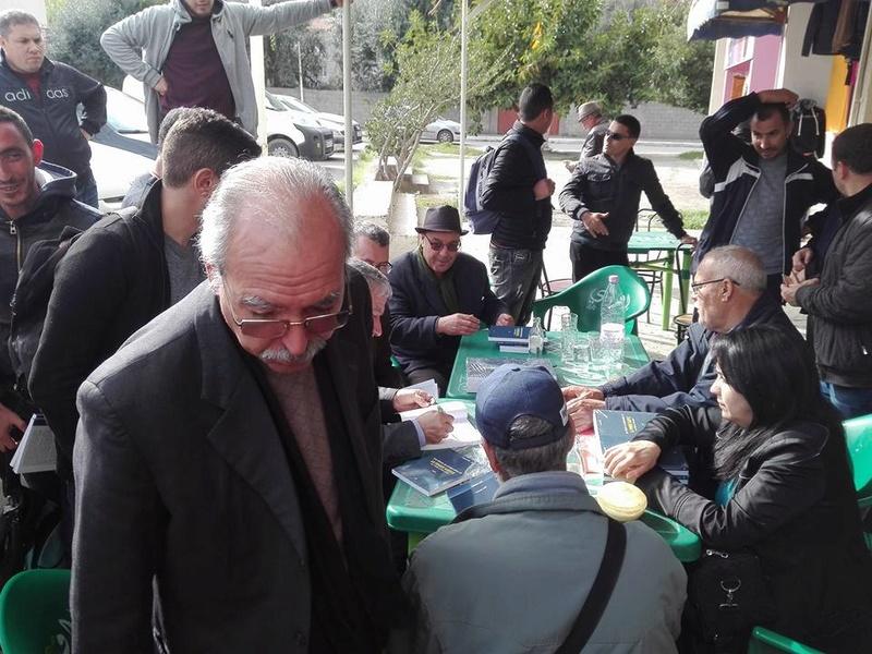 """Younes Adli dédicace """" la pensée kabyle"""" au niveau de la cafeteria  """"Titanic"""" à Aokas le samedi 04 mars 2017 1313"""