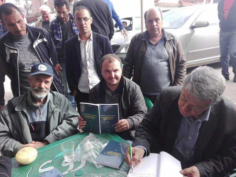 """Younes Adli dédicace """" la pensée kabyle"""" au niveau de la cafeteria  """"Titanic"""" à Aokas le samedi 04 mars 2017 1328"""