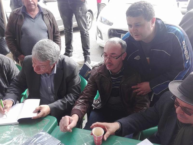 """Younes Adli dédicace """" la pensée kabyle"""" au niveau de la cafeteria  """"Titanic"""" à Aokas le samedi 04 mars 2017 - Page 2 1333"""