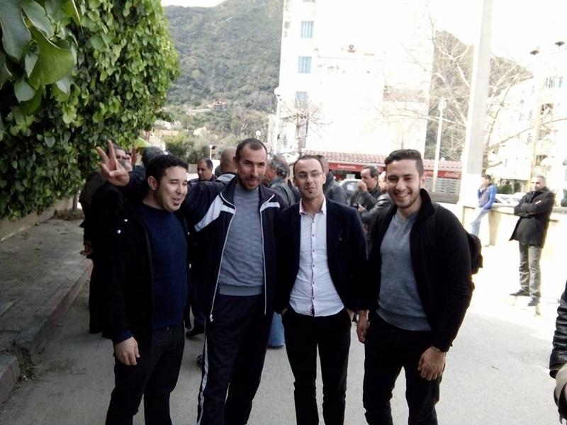 La  conférence de Younes Adli  empêchée par la police à Aokas le samedi 04 mars 2017 1424