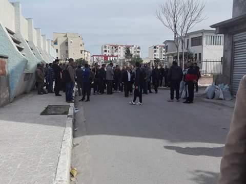 La  conférence de Younes Adli  empêchée par la police à Aokas le samedi 04 mars 2017 1429
