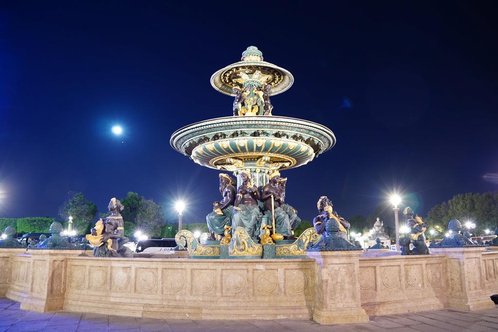 fontaine place de la concorde Dsc02010
