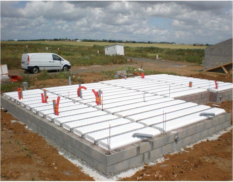 AUTO-CONSTRUCTION :  LA MAISON D'EN FACE - Page 2 Constr73