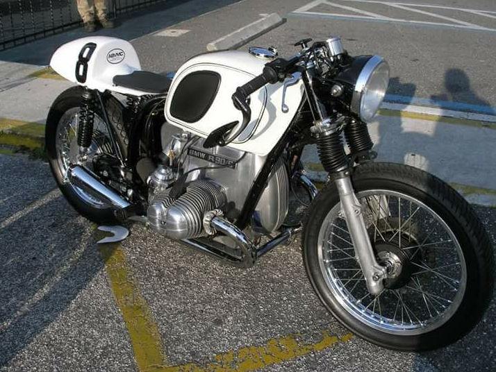 C'est ici qu'on met les bien molles....BMW Café Racer - Page 4 113