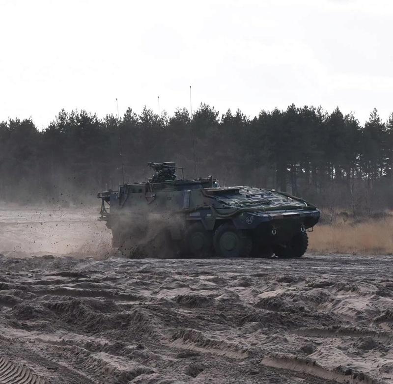 Armée Hollandaise/Armed forces of the Netherlands/Nederlandse krijgsmacht - Page 19 3217
