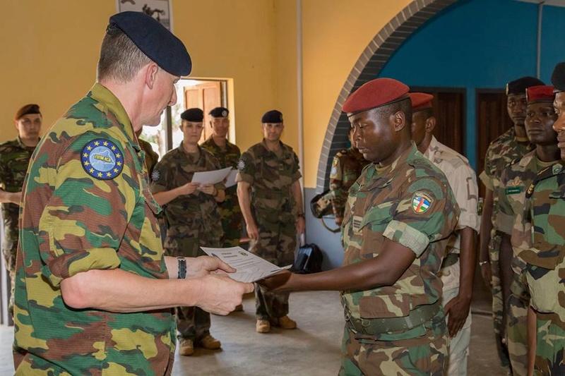Armées de la République centrafricaine  - Page 3 3237