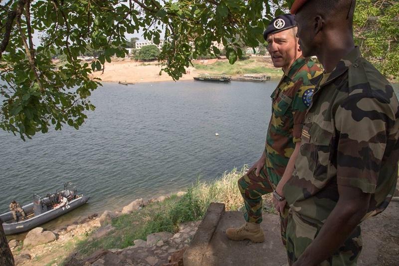 Armées de la République centrafricaine  - Page 3 4127