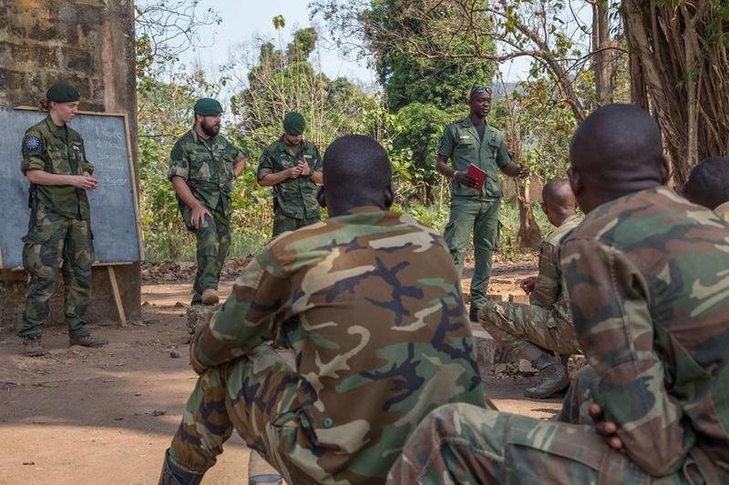 Armées de la République centrafricaine  - Page 3 4128