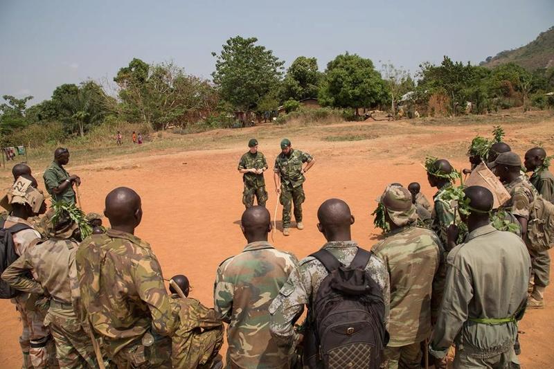 Armées de la République centrafricaine  - Page 3 44_214