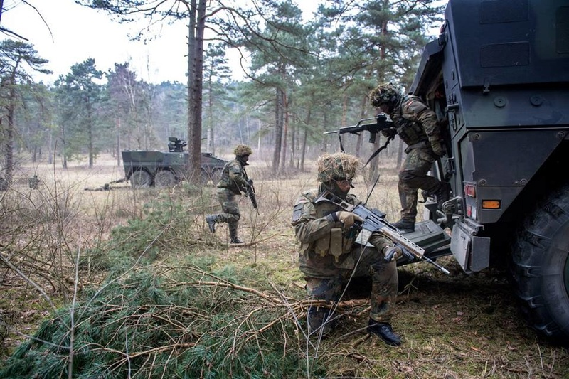 Armée Allemande (Bundeswehr) - Page 2 4836