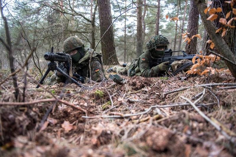 Armée Allemande (Bundeswehr) - Page 2 4929
