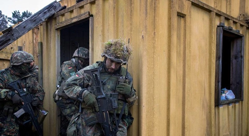 Armée Allemande (Bundeswehr) - Page 2 5811
