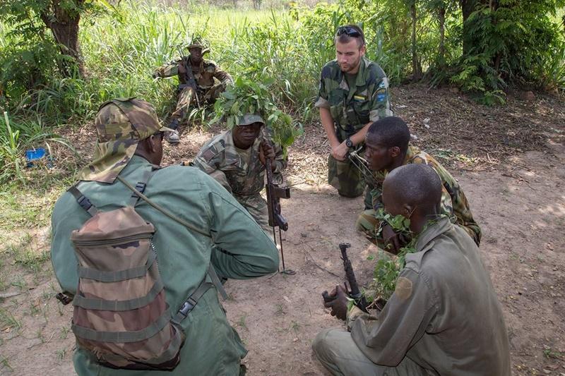 Armées de la République centrafricaine  - Page 3 5924