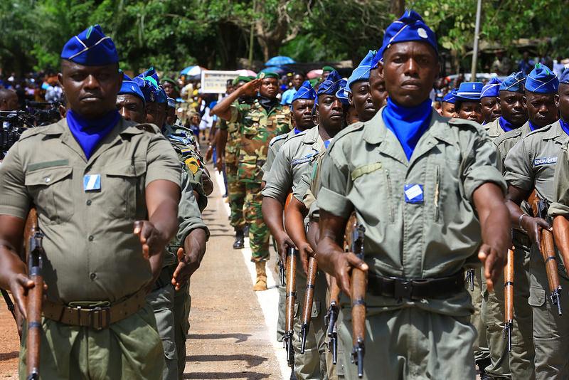 Armées de la République centrafricaine  - Page 3 6722