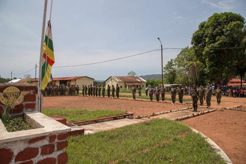 Armées de la République centrafricaine  - Page 3 6754