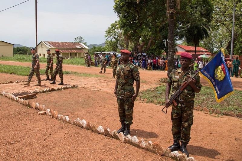 Armées de la République centrafricaine  - Page 3 6854