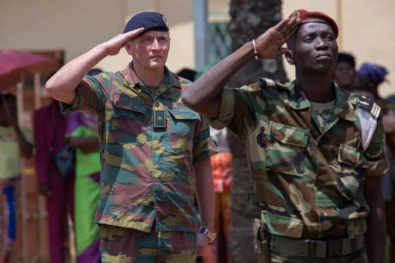Armées de la République centrafricaine  - Page 3 6947