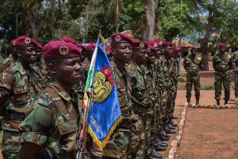 Armées de la République centrafricaine  - Page 3 7134