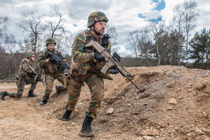 Armée Belge / Defensie van België / Belgian Army  - Page 10 7136